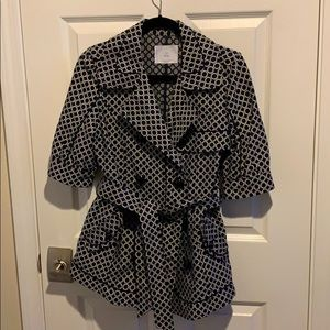 Beautiful spring trench coat by Bizz. Size M